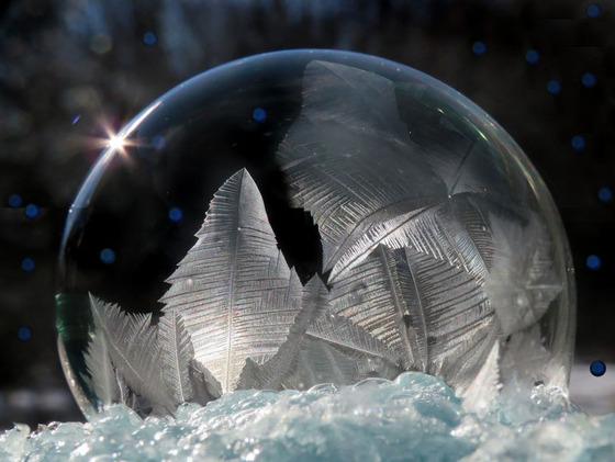 シャボン玉を凍らせるとまるでガラス細工のような美しさ14
