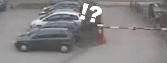 駐車場ゲートの暴走