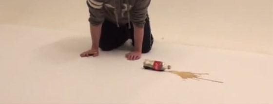 コーラをこぼしちゃった。でも大丈夫、絵を描けばいいんだ