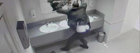 これはわかっていても怖すぎるトイレのイタズラ