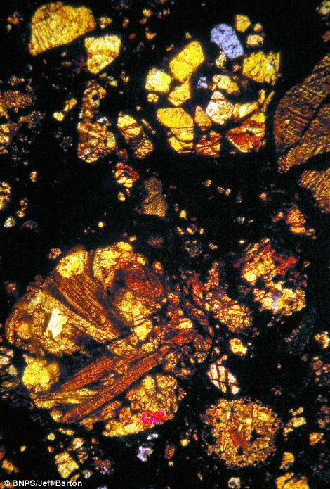 450億年前の隕石の中はまるで万華鏡の様な美しさ7
