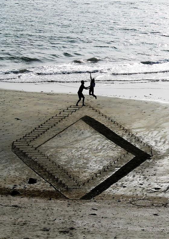 ビーチに描かれる3Dアート8