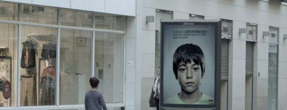 子供にだけ見える広告