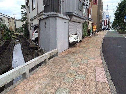 狭小住宅なりに頑張っている駐車場