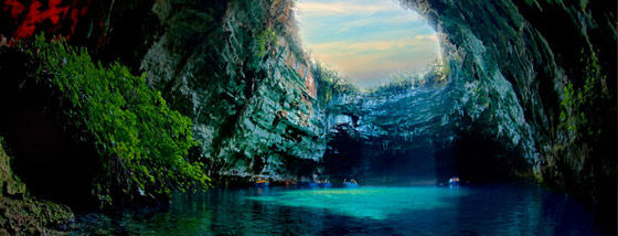 溜息が出るほど美しい洞窟湖