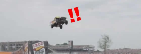 世界記録!車が空を大ジャンプ!ってなぜここまでやる?