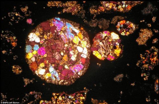 450億年前の隕石の中はまるで万華鏡の様な美しさ1
