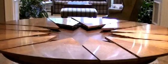 サイズが変わるテーブルのしかけがスゴイ