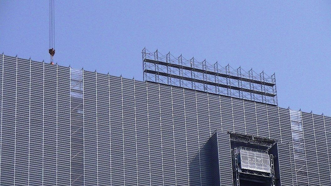 20130405 011 東京工事風景 : 足場解体が始まった、旧三和銀行東京ビル 東京工事風景