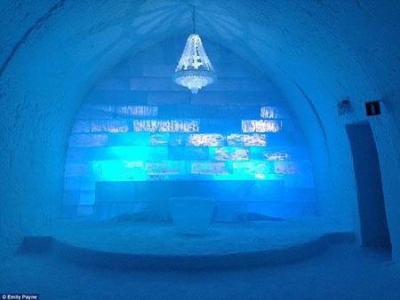 アナと雪の女王のエルサの宮殿のような「氷結ホテル」