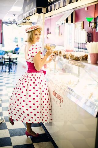 vintage-ice-cream-parlor-635256__480