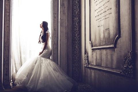 wedding-dresses-1486005_640