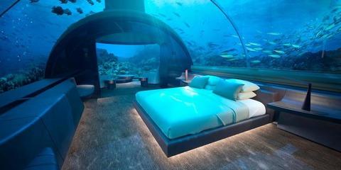 世界初の水中ホテルが話題に 気になる一泊の料金は……