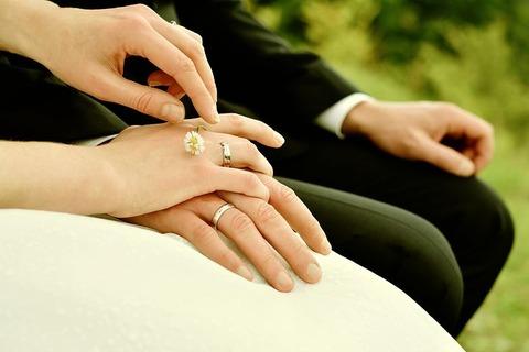 【閲覧注意】結婚に関する悲惨な名言を貼ってくwwwww