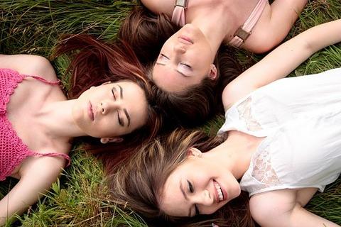 girls-1487825__340