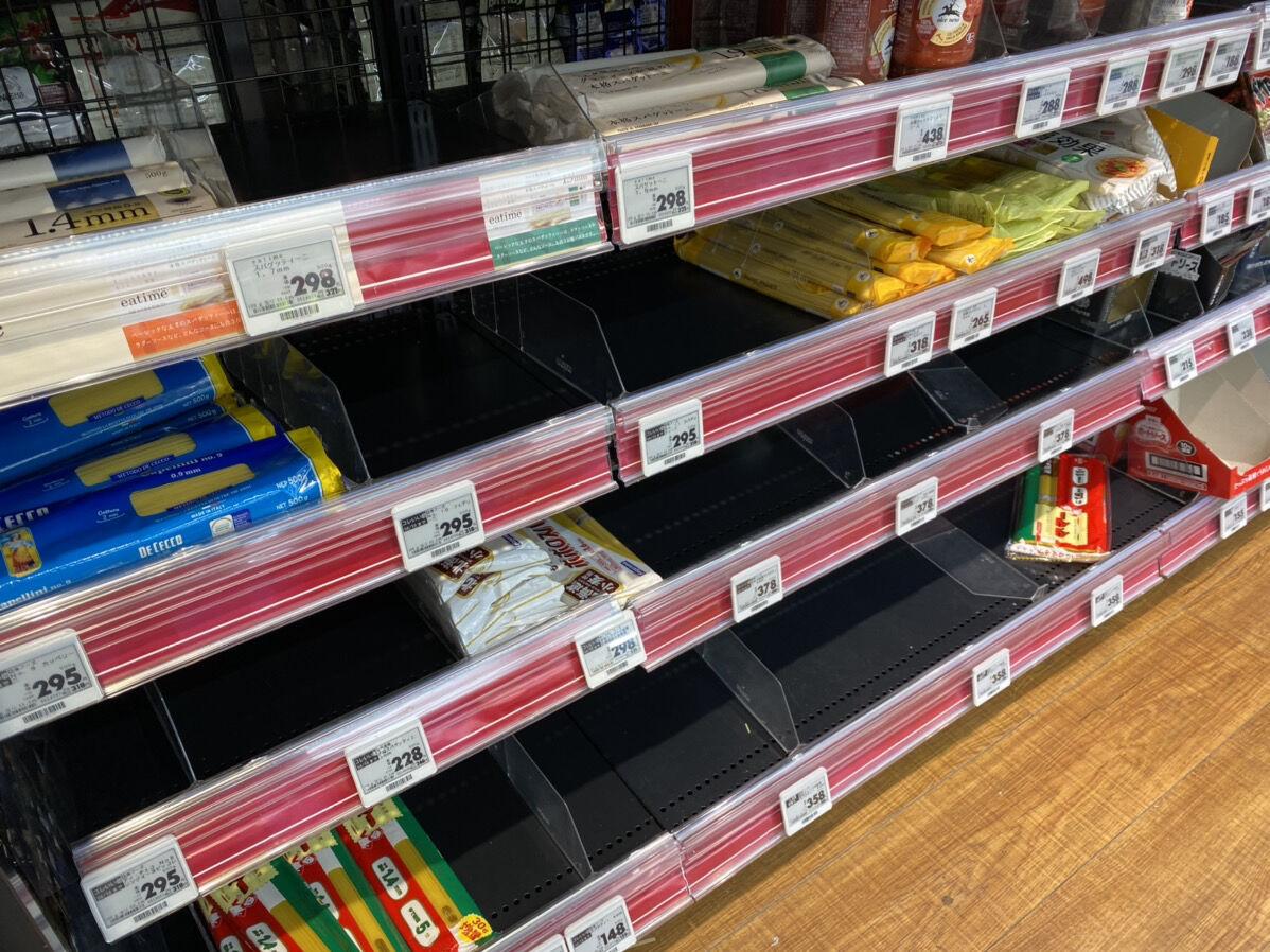 【速報】東京の各所で商品の買い占め、買い溜めが始まる 小池都知事の会見受け スーパーに大行列 もはやパニック