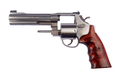 smith-and-wesson-938834_640