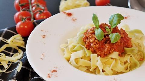 女ってなんでデートの時スパゲッティばっか食いたがるの?