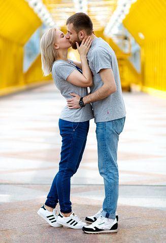 kiss-2839133__480