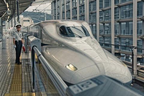 shinkansen-5237269_640