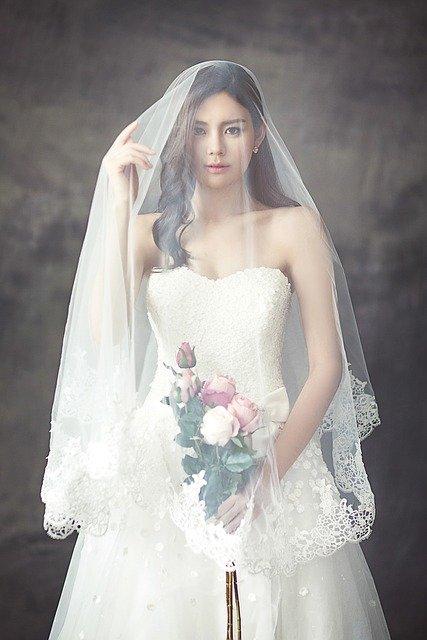 wedding-dress-1486260_640