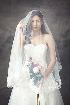 wedding-dresses-1486260__340