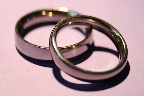 wedding-rings-1379793__340