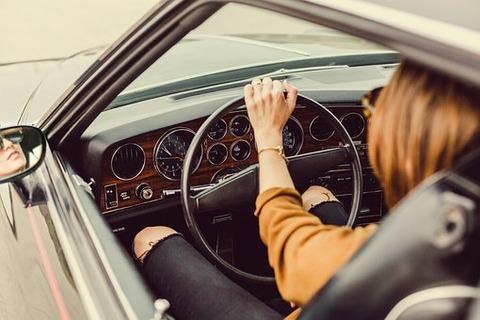 彼女と1泊ドライブ行くじゃん 彼女が車中泊大好きだから金かからないのだが