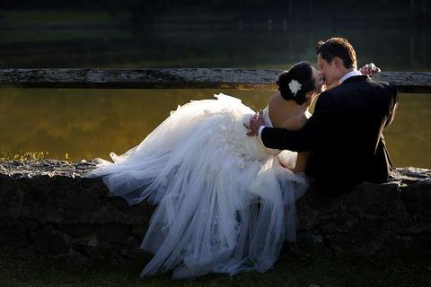 彼女にプロポーズしてOKもらったけどさ「結婚式挙げたい?」って聞かない方がいいよな?