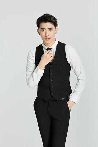 suit-2737911__480