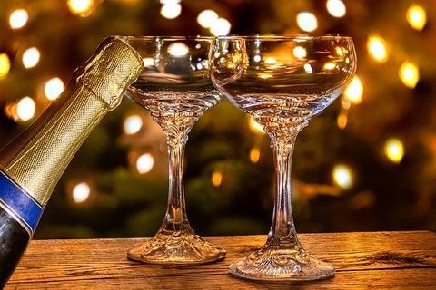 champagne-glasses-4731532_640