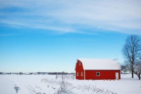 winter-barn-556696_640
