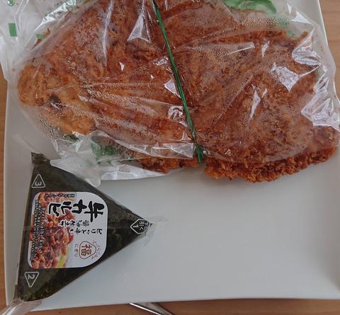 【画像】ドンキで買った298円のチキンカツでかすぎワロタwwwwwwwwww