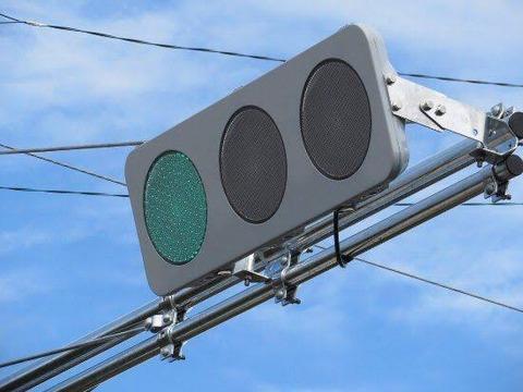 【画像】新しい信号機がダサ過ぎるんだがwwwwww