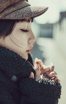 woman-670399__340