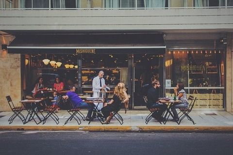 outdoor-dining-1846137_640