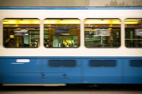 train-1903514__480