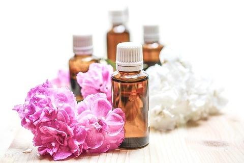 essential-oils-1851027_640