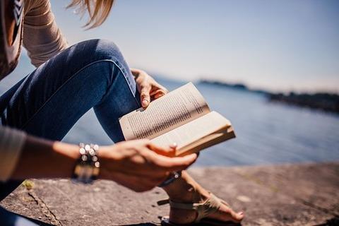 reading-925589__340
