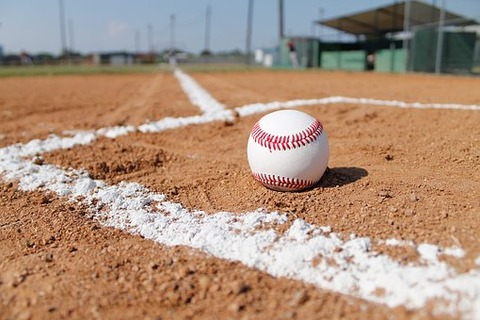 baseball-field-1563858__340