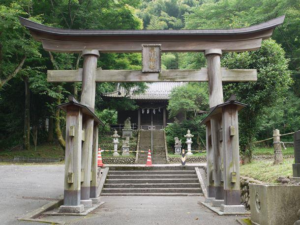 高尾町の氷川神社を訪れる】 : ...