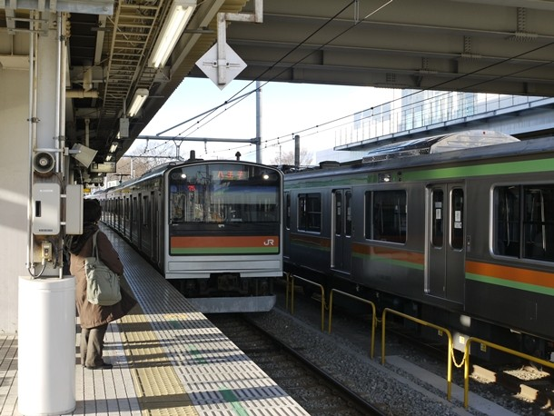 20110222003