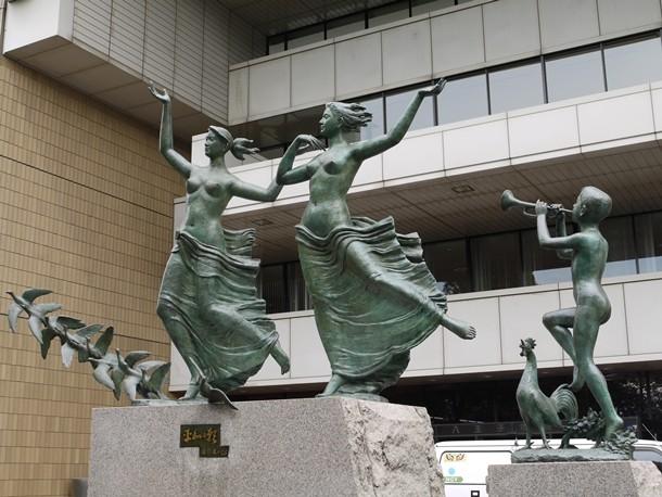 「市役所前の銅像」の画像検索結果