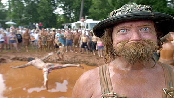 泥に飛び込むレドネック002