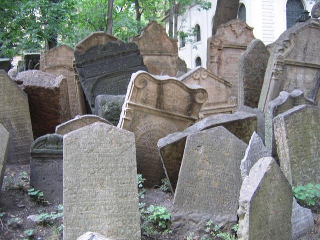 ユダヤ墓地