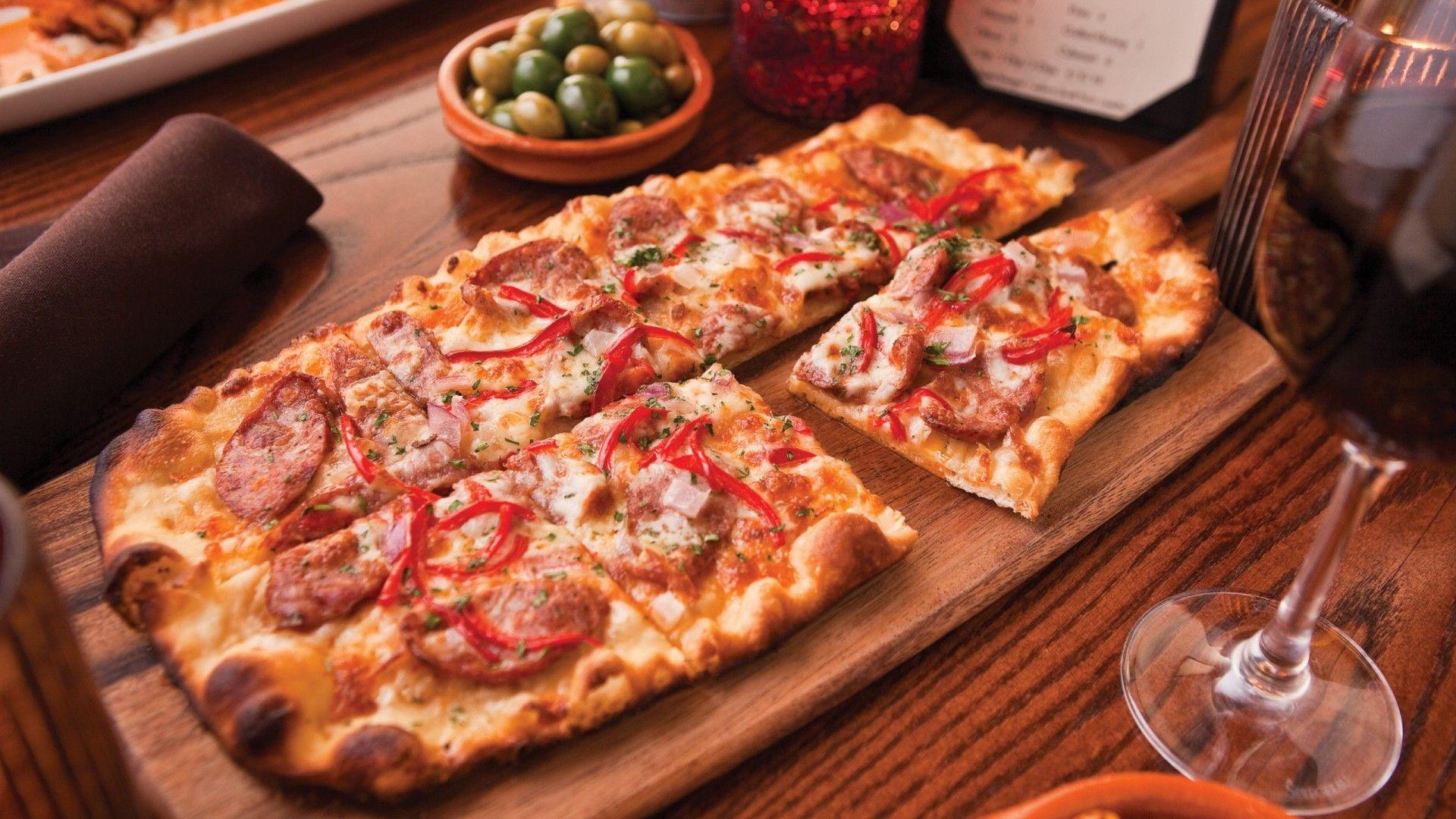 四角いピザが美味しそう