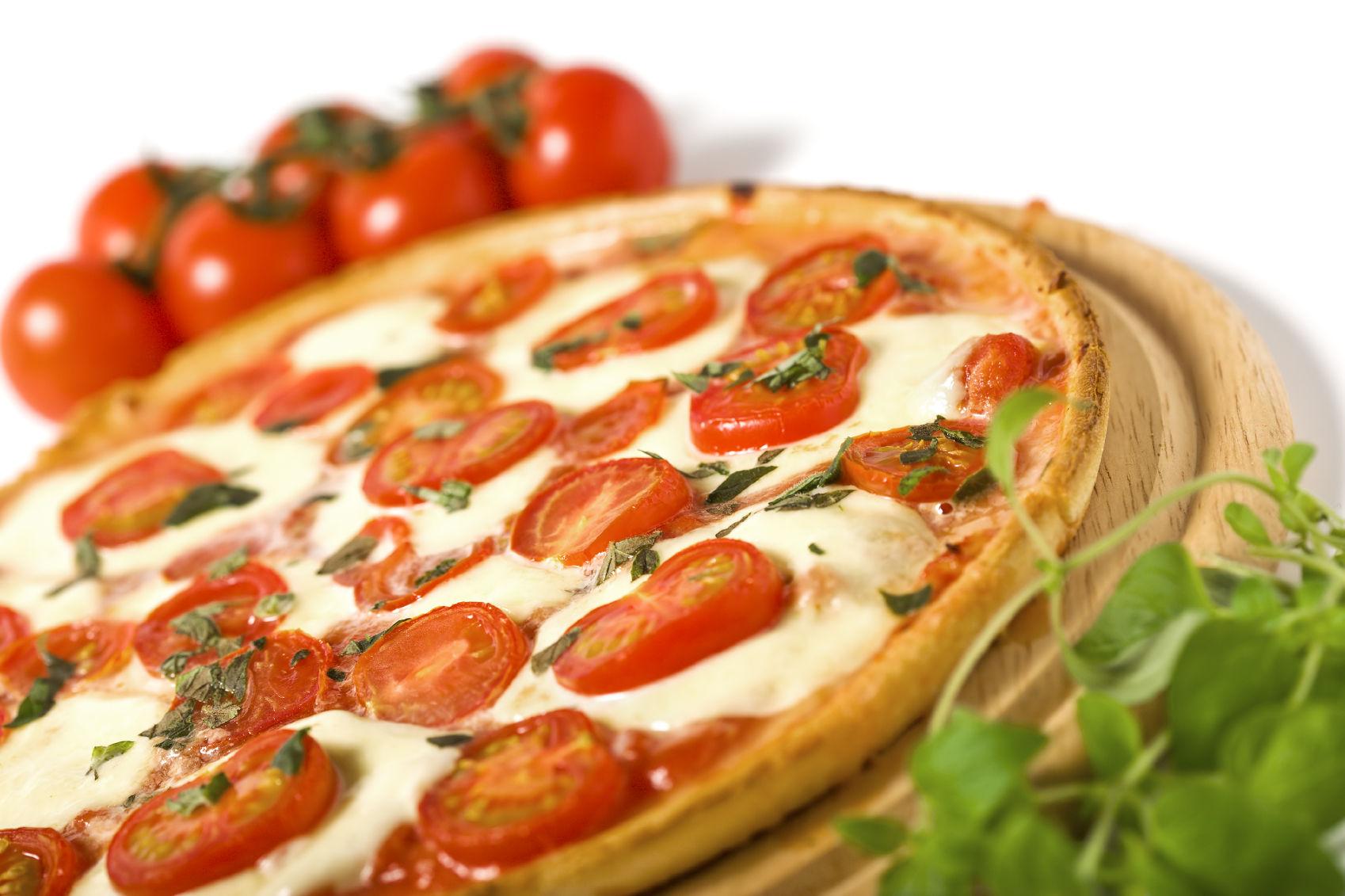 ミニトマトがかわいいし美味しそうなピザ