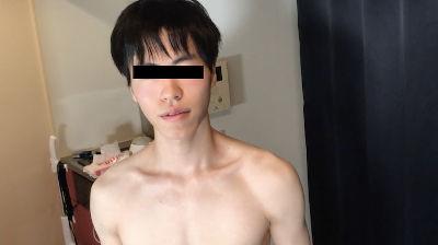 新時代!VRでオナニーする童貞18歳! 18歳の童貞オタクボーイがカメラの前でVRオナニーを披露!!