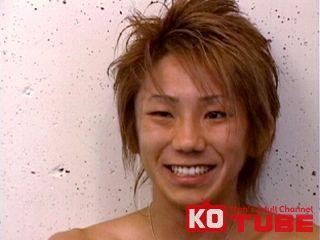 【KOゲイ動画】カッコカワイイ今風モデルが身体中練乳まみれで舐められ3P!