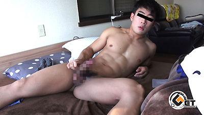 ザーメンと筋肉の猥褻コラボがエロい! 見事な腹筋!20歳のマッチョノンケが自宅で自撮りオナニー♂